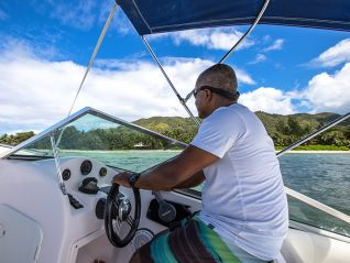 fishing-tour-full-day-fishing-around-praslin-img-500
