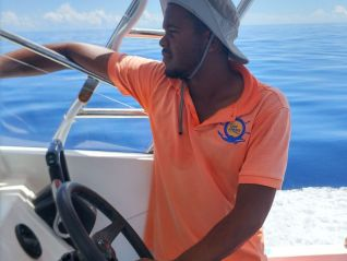 excursion-geoli-charters-glass-bottom-boat-tour-curieuse-and-st-pierre-img-654