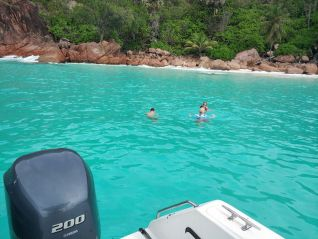 excursion-geoli-charters-glass-bottom-boat-tour-curieuse-and-st-pierre-img-659