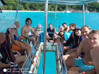 excursion-geoli-charters-glass-bottom-boat-tour-curieuse-and-st-pierre-img-660