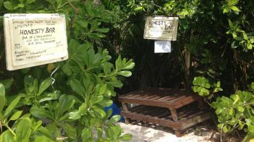 Honesty Bar, Anse Lazio