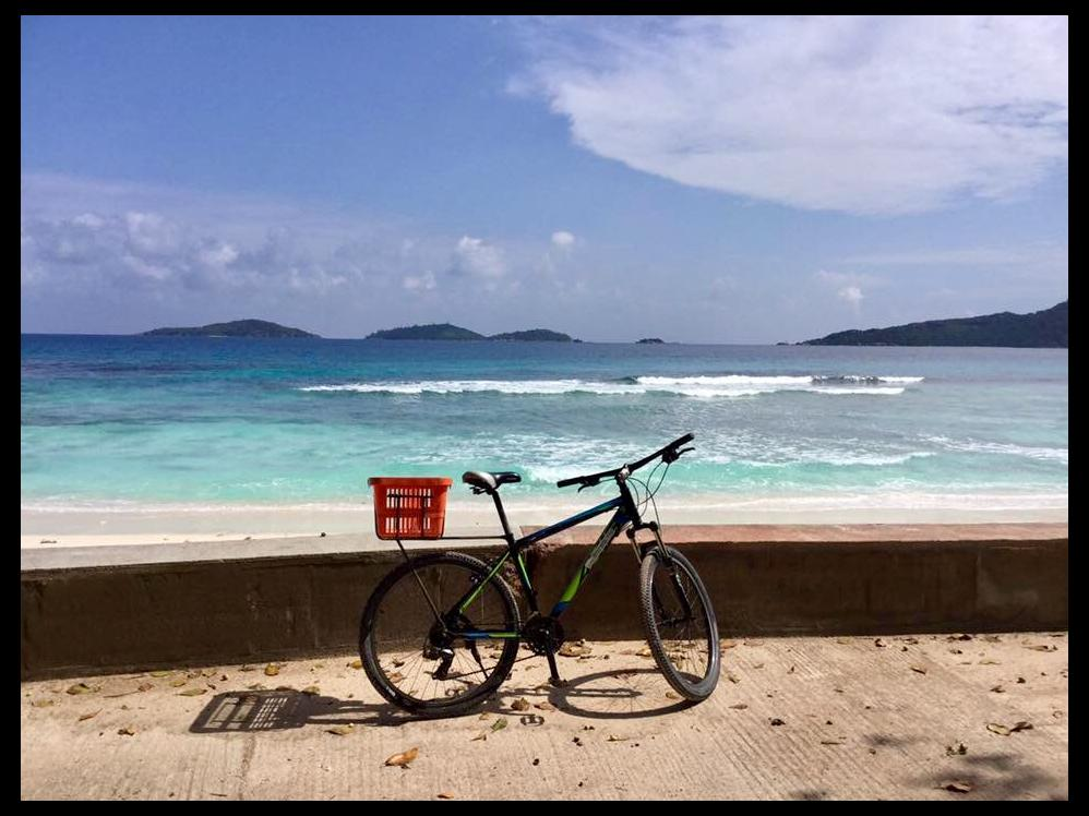 La Digue, rigorosamente in bicicletta!