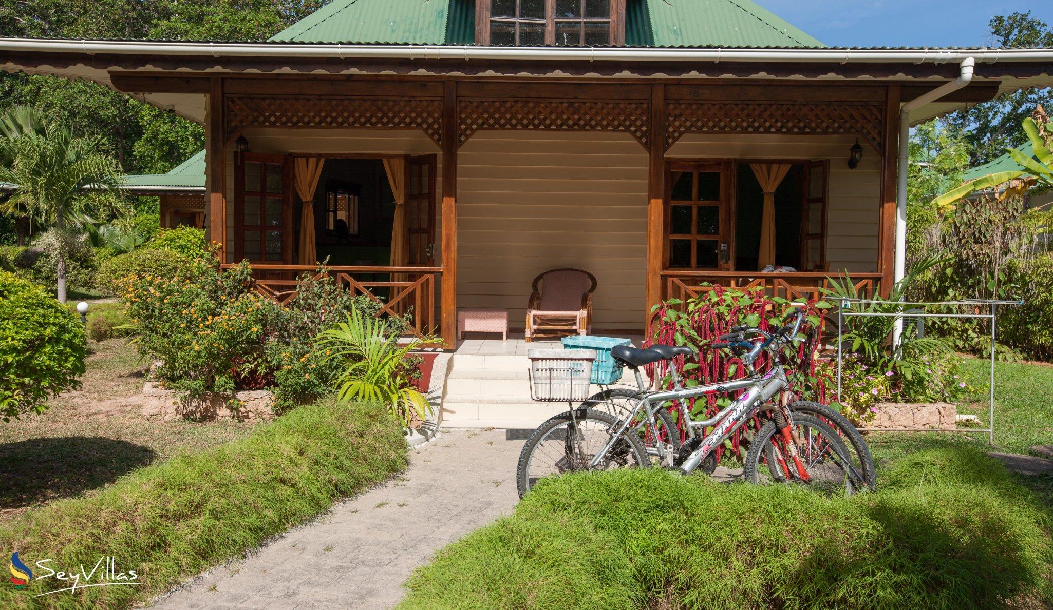 Small hotel villa creole auf la digue seychellen for Small resort